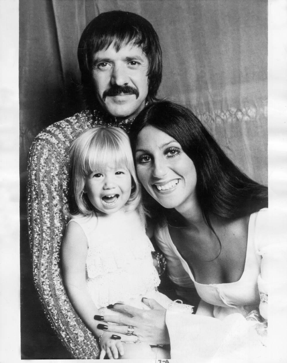 Sonny Bonno, Cher y su hijo Chaz a comienzos de los setenta.
