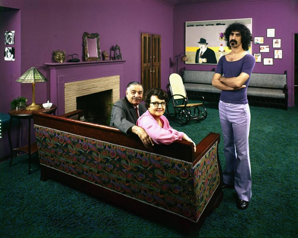 Francis, Rose Marie y su hijo, Frank Zappa, en 1970.