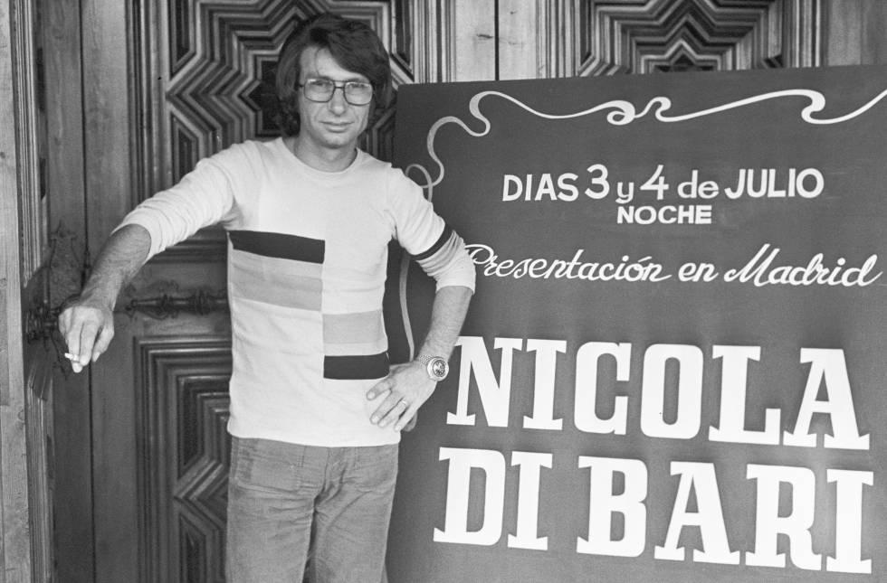 Nicola di Bari antes de dar un concierto en Madrid en 1973. A principios de los años setenta, el músico grabó discos, hizo giras por diferentes países y participó en películas y programas de televisión.