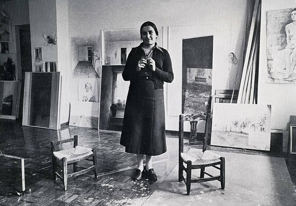 María Moreno, en 1977 preparando la exposición en la galería Brocksted.