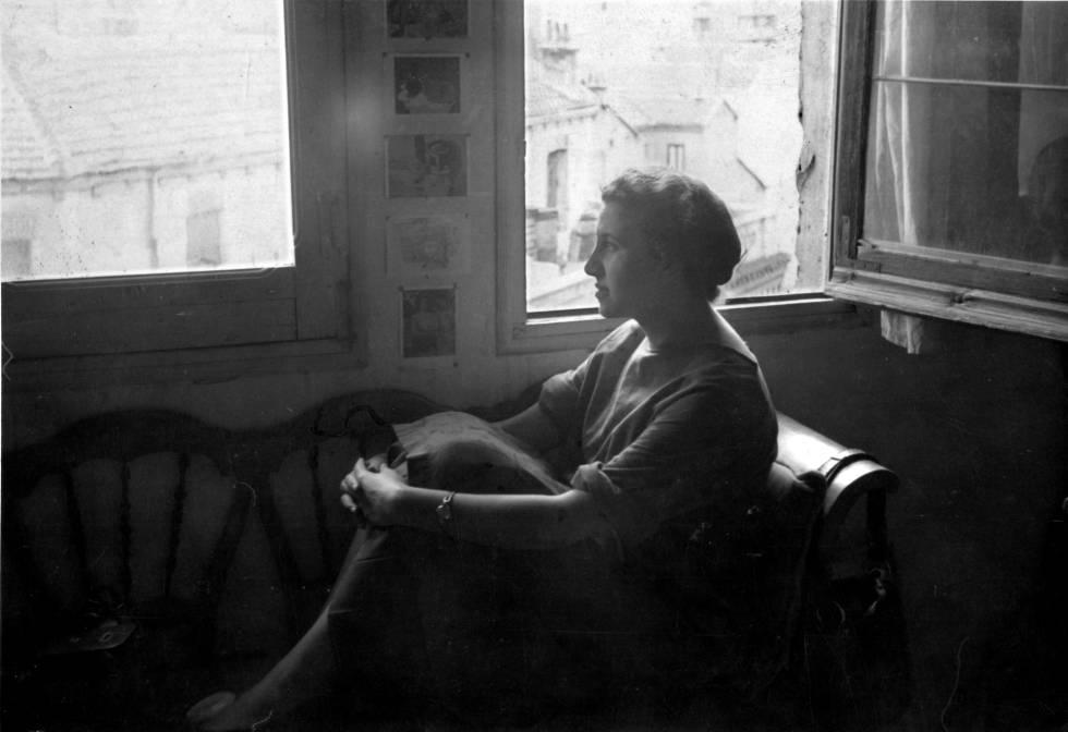 Esperanza Parada en su estudio de la calle Béjar en fotos sin datar.