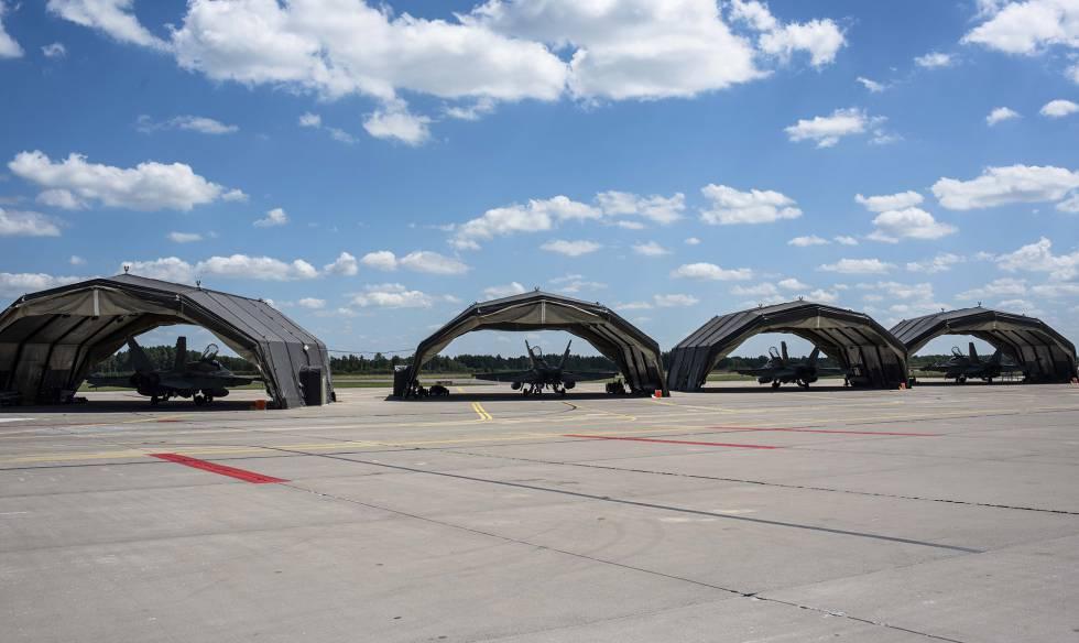 F-18 españoles en la base de Siauliai (Lituania).